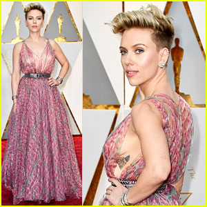 Scarlett Johansson Shows Some Skin at Oscars 2017