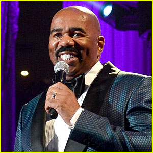 Steve Harvey Pokes Fun at Oscars' Best Picture Mistake