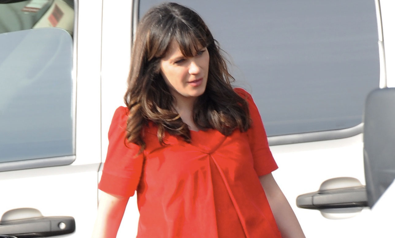 Zooey Deschanel Shows Off Baby Bump on 'New Girl' Set ...