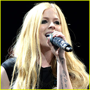 Avril Lavigne's New Album Coming 'Soon,' Sometime in 2017! | 15 M...