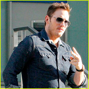 Chris Pratt Throws Up Peace Sign After Release of New 'Guardians of the Galaxy Vol 2' Trailer!