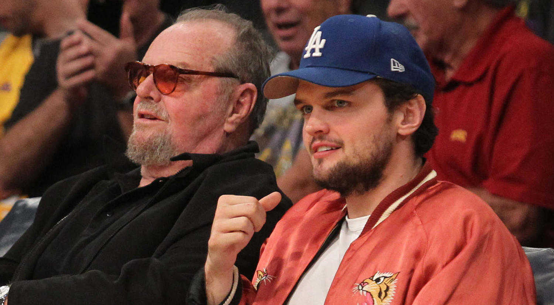 Jack Nicholson Hangs O...