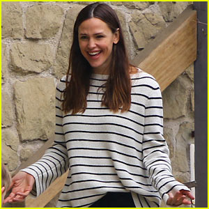 Jennifer Garner is All Smiles at Sunday Church Service