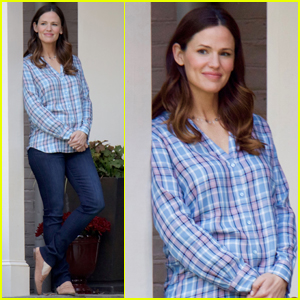 Jennifer Garner & Josh Duhamel Begin Filming 'Simon vs. The Homo Sapiens Agenda'