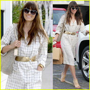 Jessica Biel Wraps Up Busy Day at Her Restaurant Au Fudge