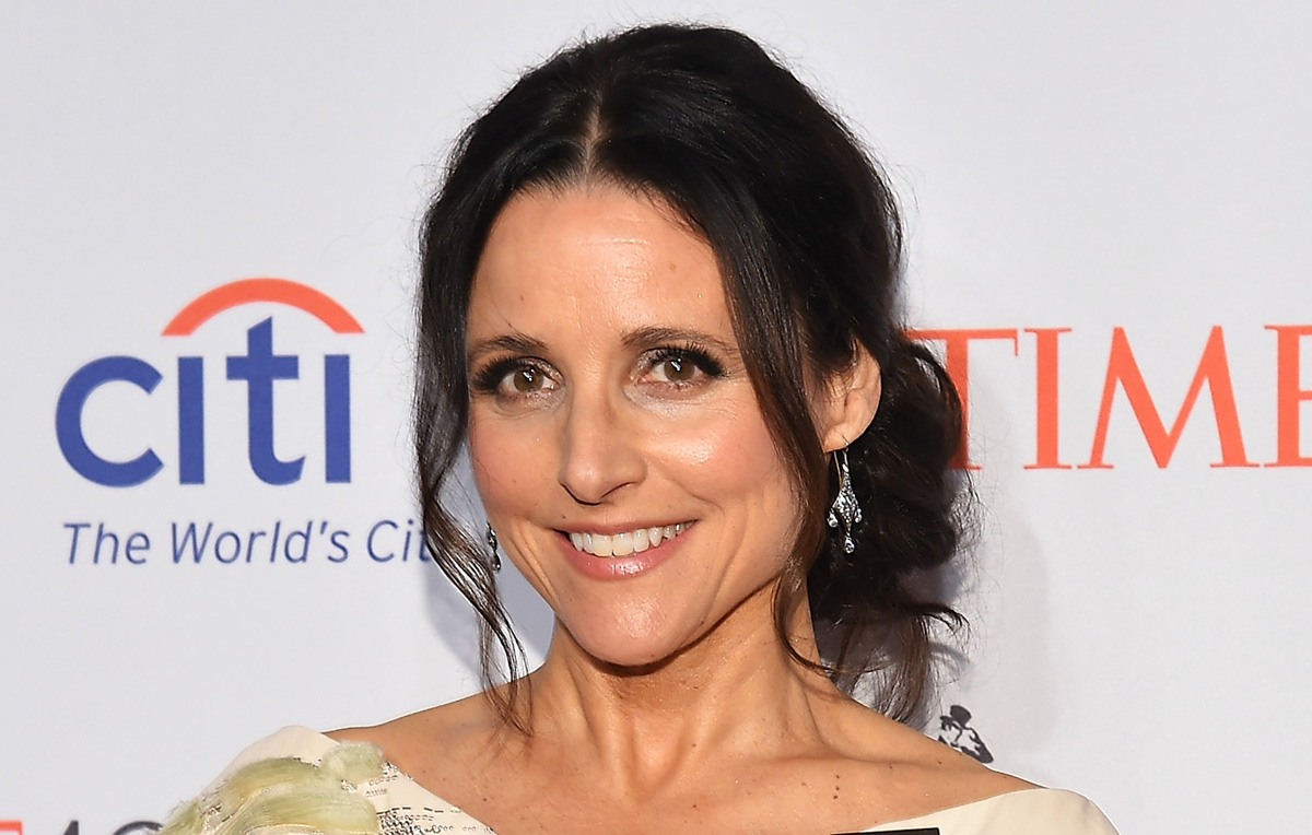 Julia louis dreyfus celebrates son s basketball win with for Where did julia louis dreyfus go to college