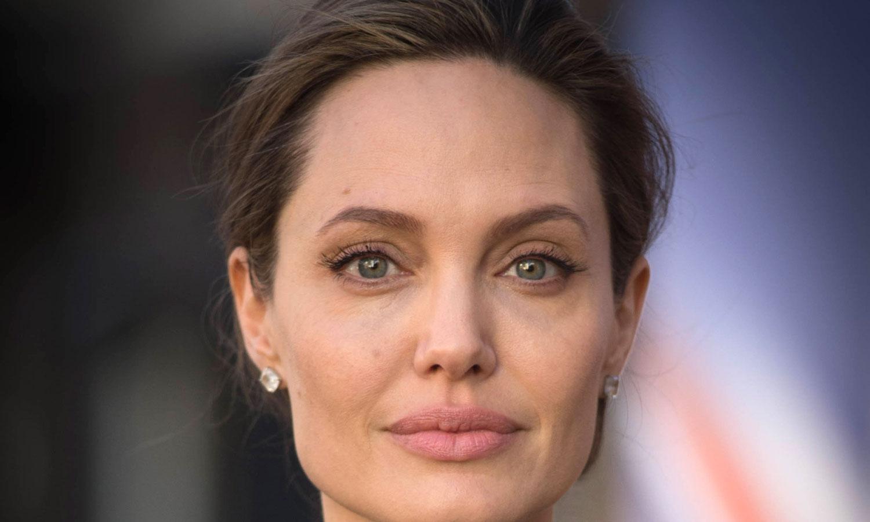Angelina Jolie Meets w... Angelina Jolie