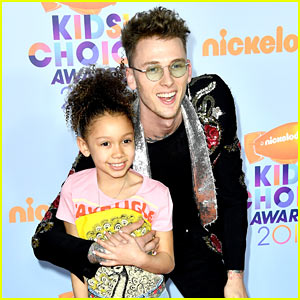 Machine Gun Kelly Brings Daughter Casie to the KCAs!
