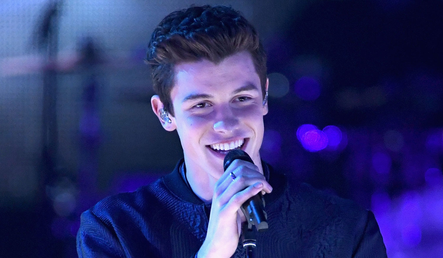 Shawn Mendes: Shawn Mendes Performs 'Mercy' At IHeartRadio Music Awards