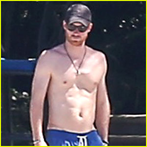 Prince Harry Goes Shirtless at the Beach in Jamaica!
