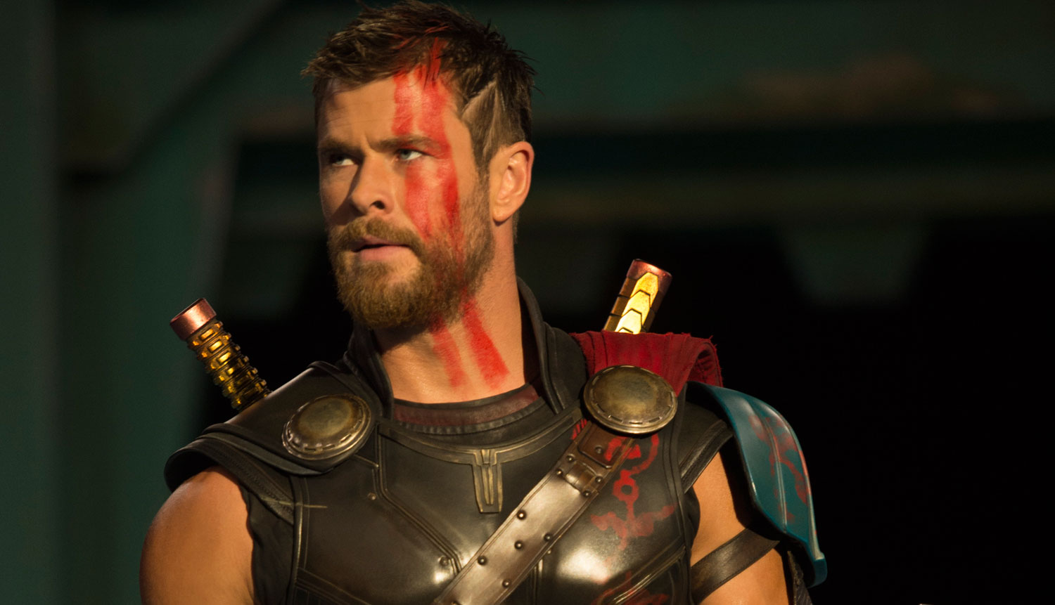 chris hemsworth 39 s new thor look revealed in 39 ragnarok