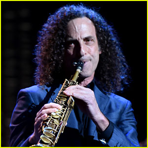 Kenny G Surprises Delta Passengers With Mid-Flight Concert (Video)