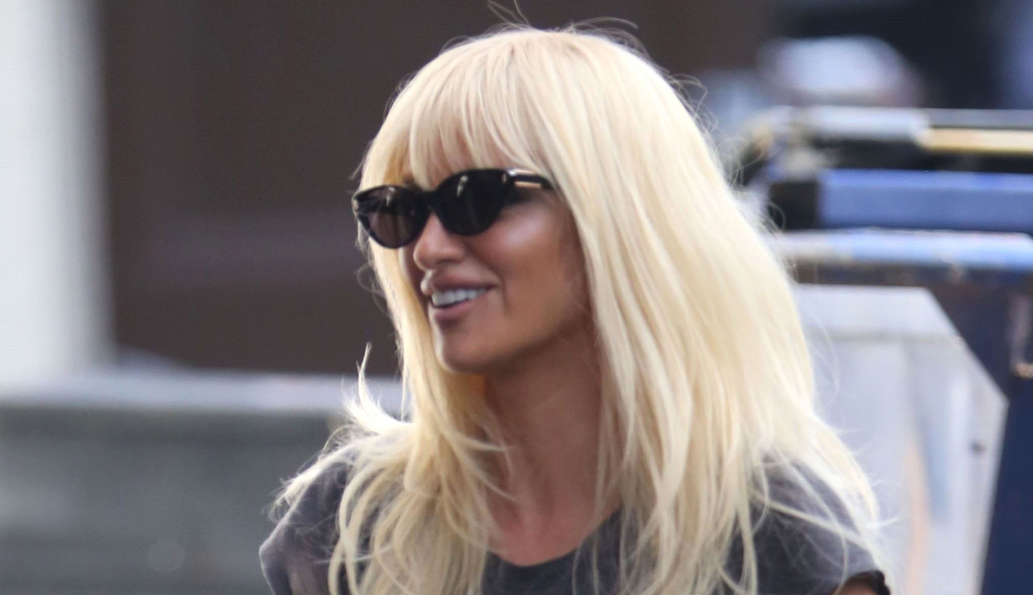 Penelope cruz spends the weekend filming versace in for Donatella versace beach