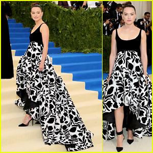 Daisy Ridley's Met Gala 2017 Oscar de la Renta Dress Has Such a Gorgeous Train!