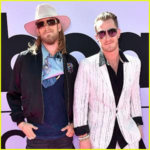 Florida Georgia Line Guys Hit Up Billboard Music Awards 2017 Red Carpet!