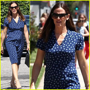Jennifer Garner Is 'Not Looking to Go Anywhere'
