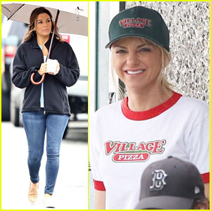 Anna Faris & Eva Longoria Stay Warm on 'Overboard' Set