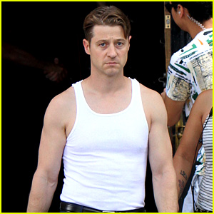 Ben McKenzie Bares His Buff Muscles on 'Gotham' Set