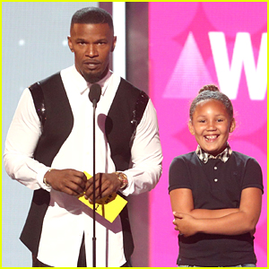 Jamie Foxx Brings Daughter Annalise On Stage with Him During BET Awards 2017!