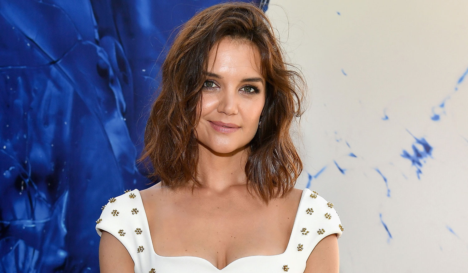 Katie Holmes Stuns In White At Fragrance Foundation Awards