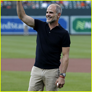 House of Cards' Michael Kelly Throws Out First Pitch for Orioles!