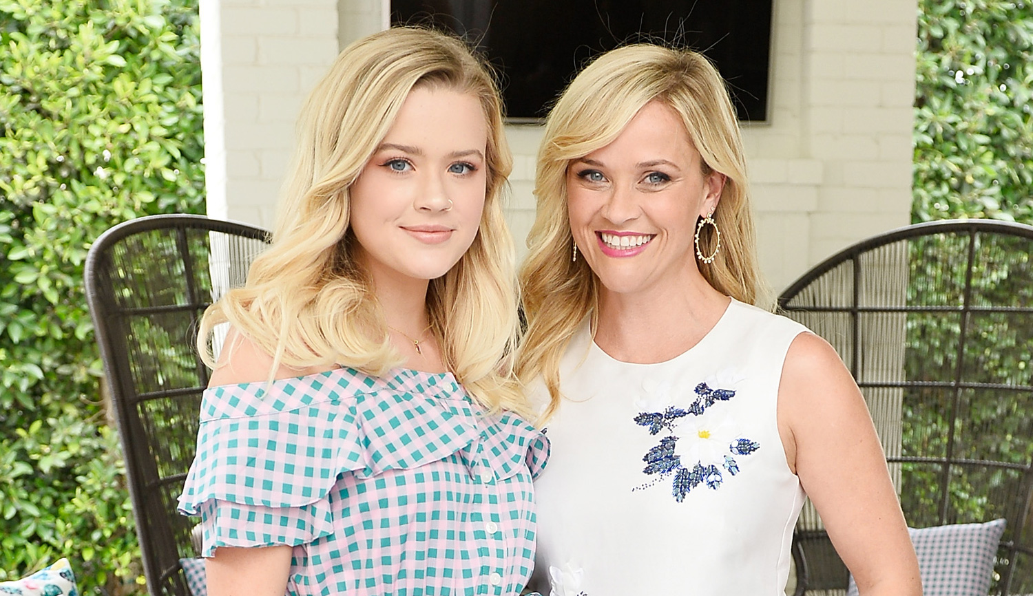 Reese Witherspoon And Daughter 2012