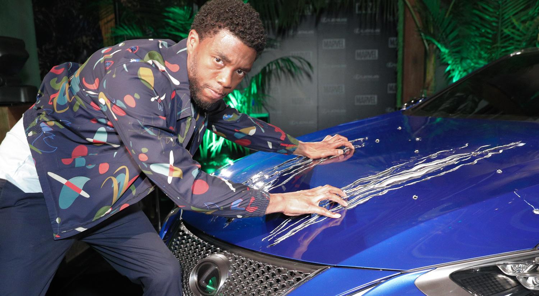 Chadwick Boseman Reunites With Black Panthers Lexus At Comic Con 2017 Comic Con Black
