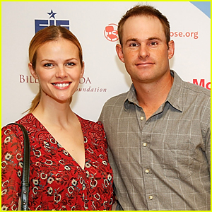 Brooklyn Decker & Andy Roddick Are Expecting Second Child