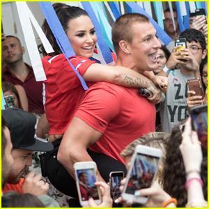 Demi Lovato Kicks Off Her House Party Tour With Rob Gronkowski!