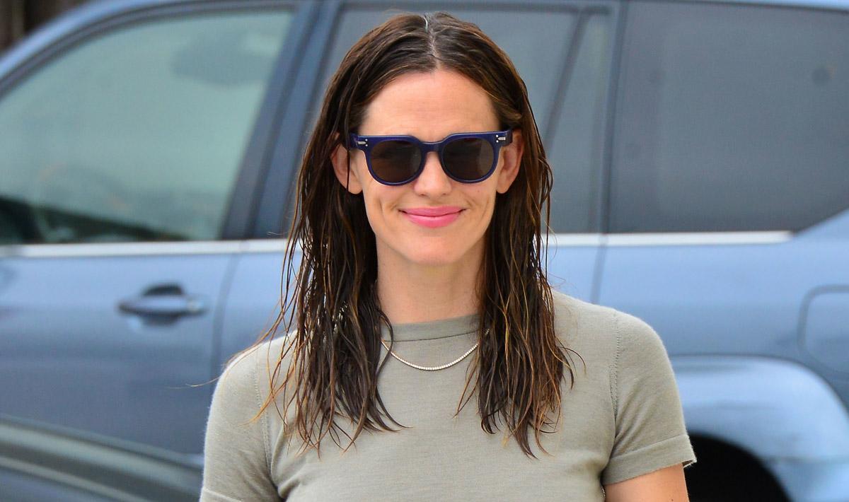 Jennifer Garner Spends Her Sunday Morning