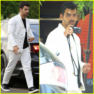 Joe Jonas Turns the Camera on the Paparazzi While Out to Lunch