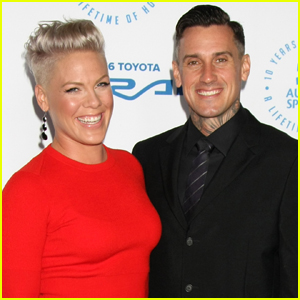 Pink Pens Heartfelt Birthday Note to Hubby Carey Hart!