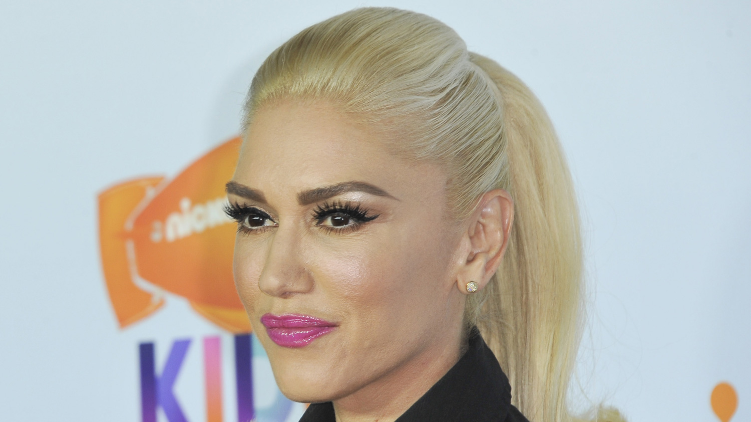 Gwen Stefani Sued By Fan Over Stampede at Concert | Gwen ... гвен стефани