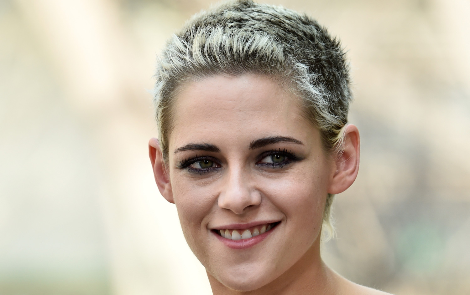 Kristen stewart crashes a wedding meets the two brides for The stewarts