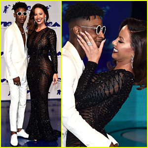 Amber Rose Wears a Wig, Flaunts PDA with 21 Savage at MTV VMAs 2017!