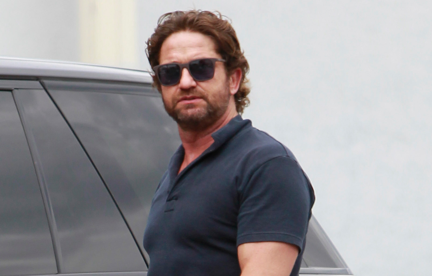 Gerard Butler Flaunts Buff Biceps During Coffee Outing