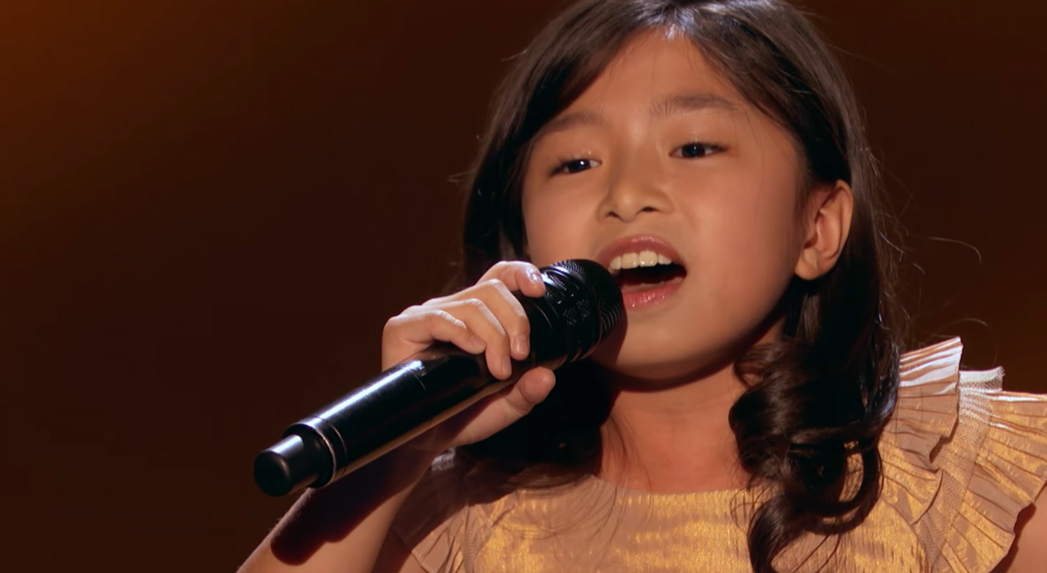 Americas got talent 2017 celine - 9 Year Old Celine Tam Gets Golden Buzzer For Her Amazing America S Got Talent Performance Video America S Got Talent Celine Tam Just Jared