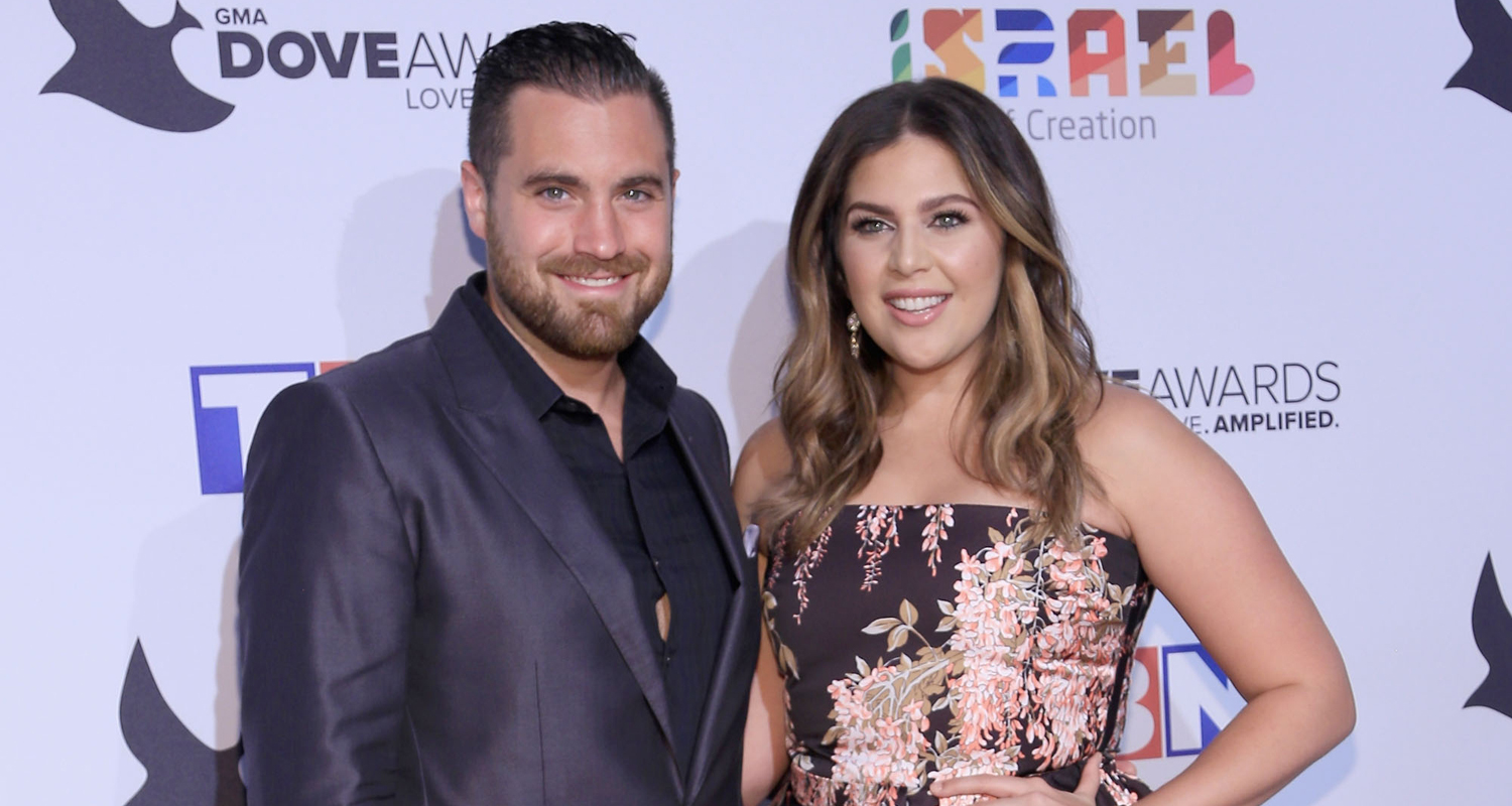 Lady antebellum 39 s hillary scott reveals she 39 s having twins for Is hillary from lady antebellum pregnant