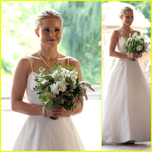 Kristen Bell Wears A While Filming Like Father In Central Park
