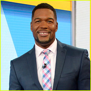 Michael Strahan Displays His Unreal Six Pack Abs While