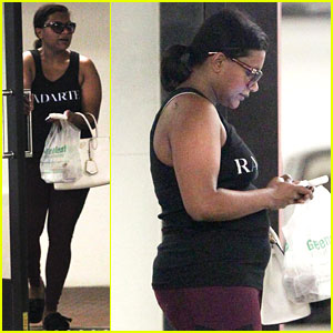 Pregnant Mindy Kaling Gets In a Workout