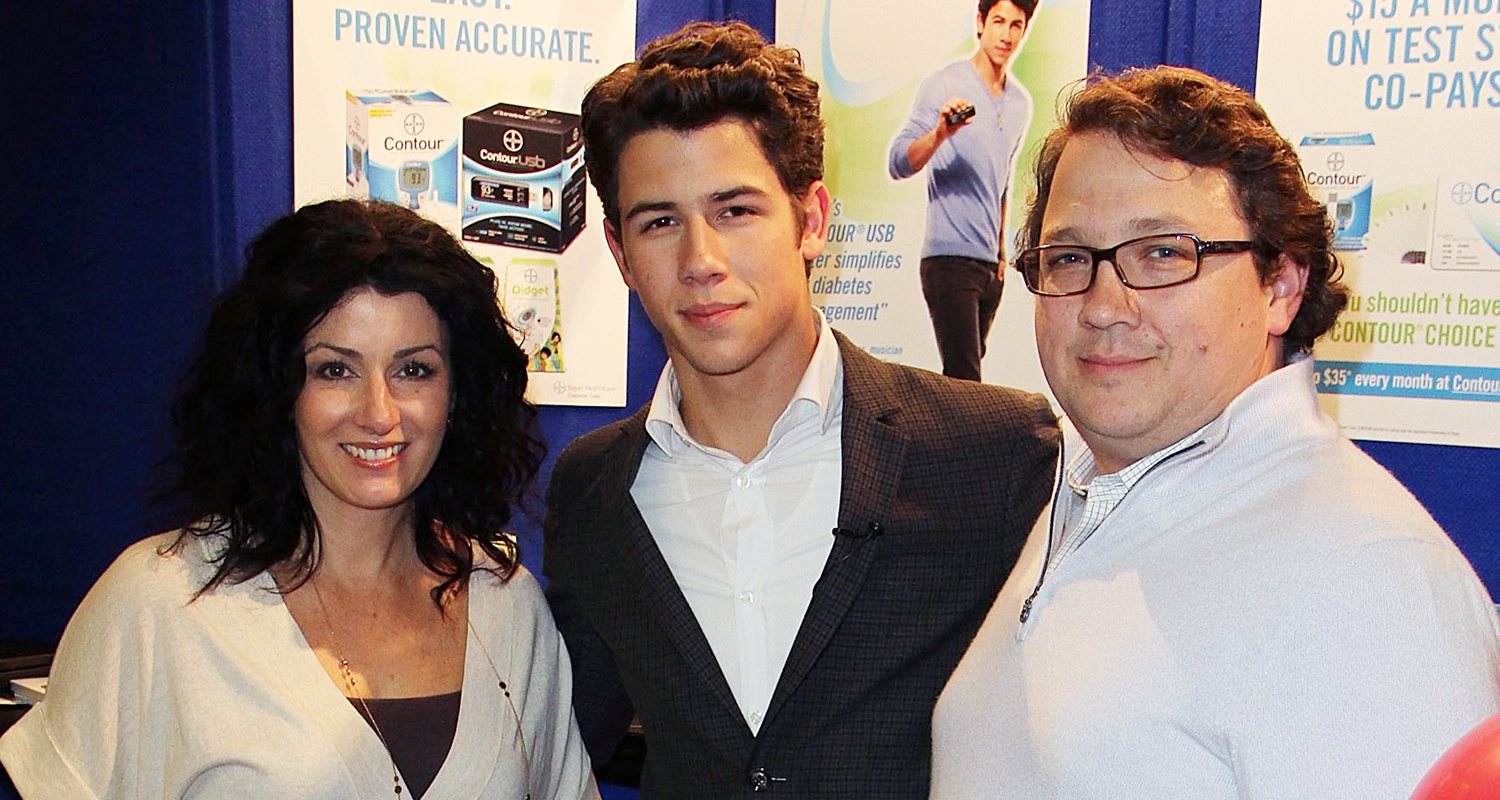 nick jonas says his dad is cancer free   u2018all is good