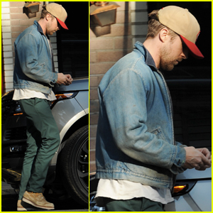 Ryan Gosling Hits Up His Favorite Lunch Spot in LA!