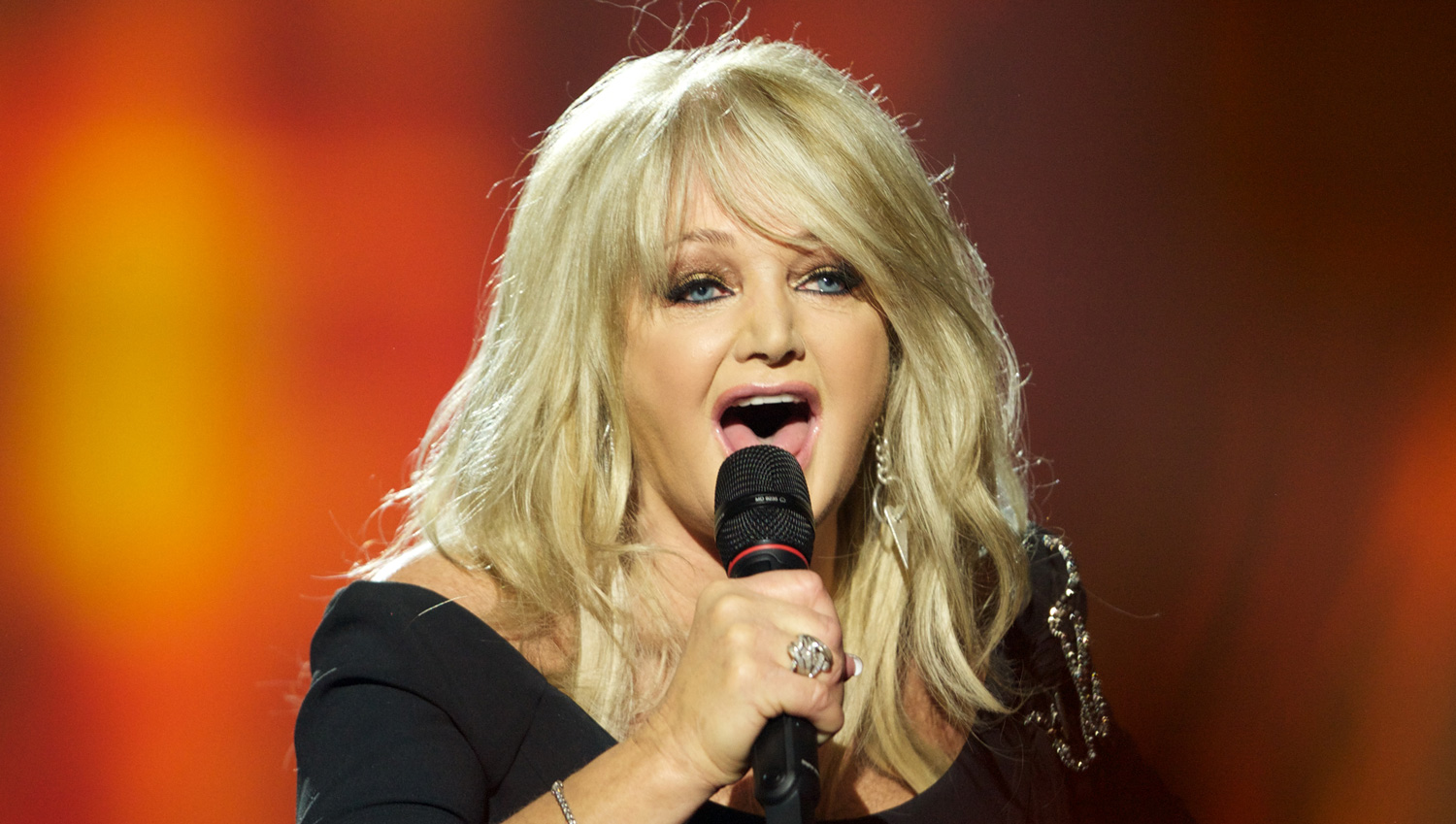 Bonnie Tyler Sings \u0027Total Eclipse of the Heart\u0027 Live During Solar ...