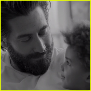Jake Gyllenhaal Stars in 'Calvin Klein' Ad as Poetry Reading Dad - Watch Now!