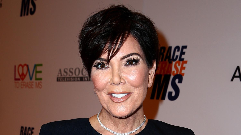 Kris Jenner Debuts Blonde Hair Kim Kardashian Jokes Shes A Single
