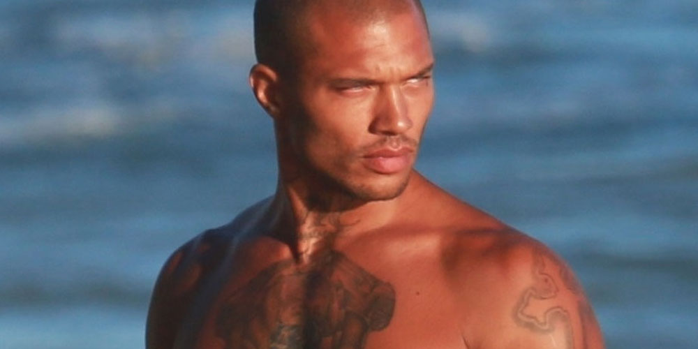 Jeremy Meeks Looks Hot While Posing Shirtless At The Beach