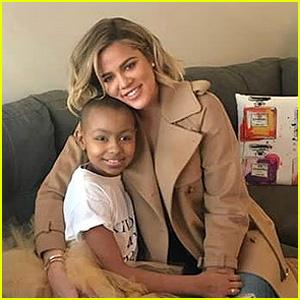 Khloe Kardashian, de Subvenciones de la Joven Paciente de Cáncer de Su Gran Deseo!