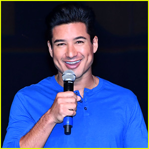 Mario Lopez Delivers a Speech at Women's Expo in New Jersey!