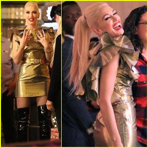 Gwen Stefani 'Feels Like Christmas' at the Grove in LA!